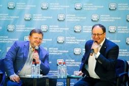 Никита Белых принял участие в работе III студенческого форума ВятГУ