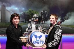 Робот-барабанщик ВятГУ выступил перед премьерой фильма «Трансформеры-4»
