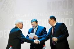 Глава региона вручил Валентину Пугачу грамоту за вклад в социально-экономическое развитие региона