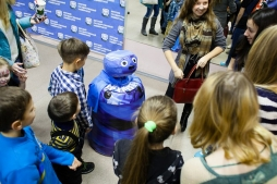 Робот-промоутер ВятГУ привлек внимание сотен детей и родителей