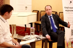 Студенты ВятГУ обсудили будущее журналистики с секретарем ОПКО Андреем Усенко