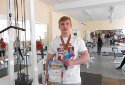 Спортсмены ВятГУ вернулись победителями с Открытого Кубка по пауэрлифтингу