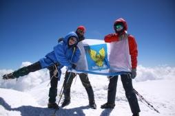 Команда турклуба ВятГУ покорила самую высокую горную вершину России и Европы