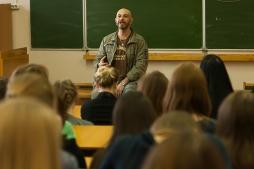 Студенты ВятГУ встретились с режиссером иронической пьесы «Джульетта выжила»