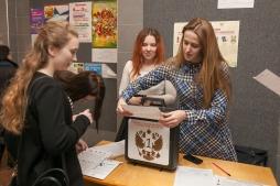Студенты ВятГУ принимают участие в выборе любимого продукта Кировской области