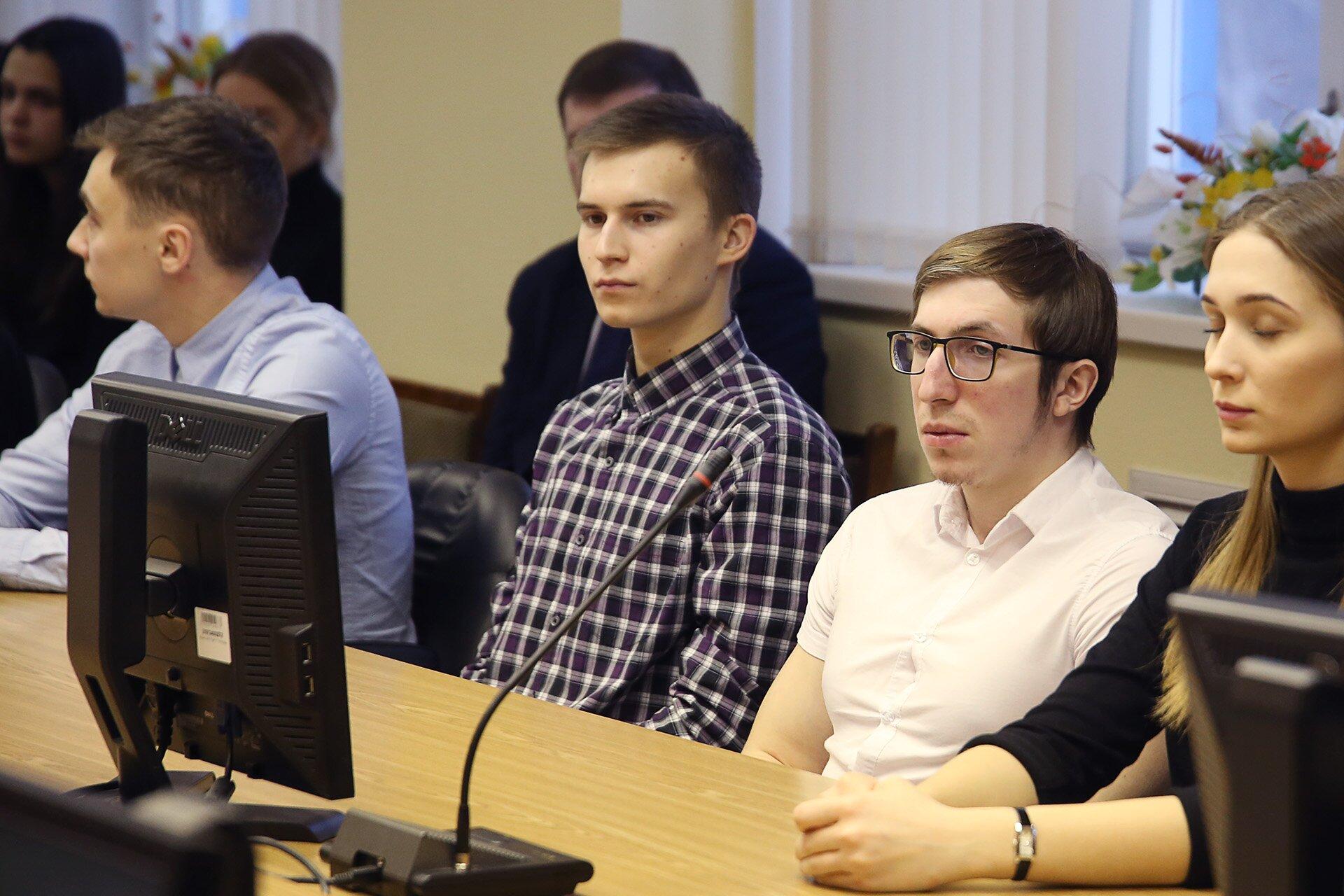 Круглый стол с депутатами Заксобрания